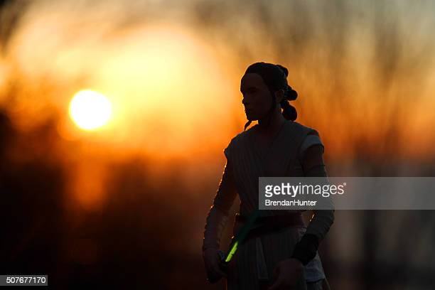 rey and the fire of the setting sun - jedi stock pictures, royalty-free photos & images