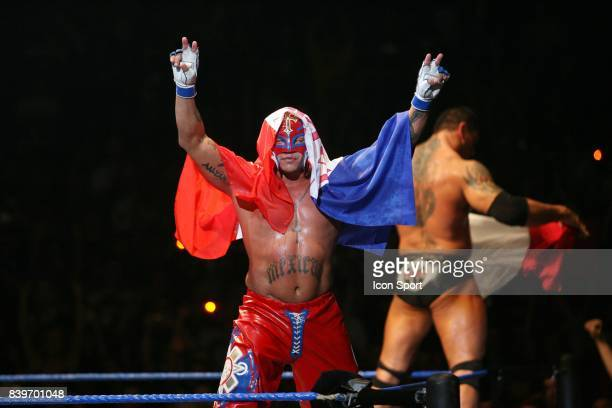 Rey MYSTERIO avec Dave BATISTA derriere lui WWE Smackdown Live Tour 2007