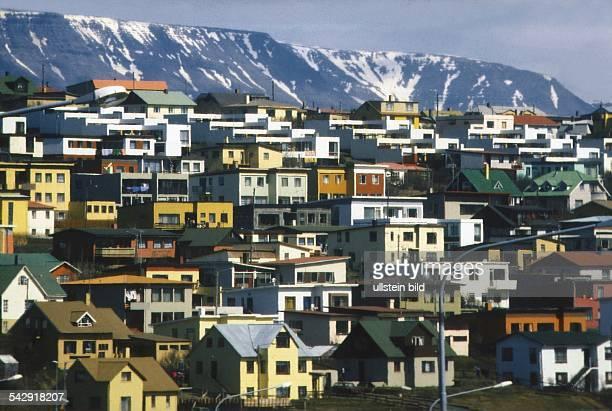 Bunt gestrichene Fassaden bestimmen den Anblick eines Wohnviertels Aufgenommen 1995