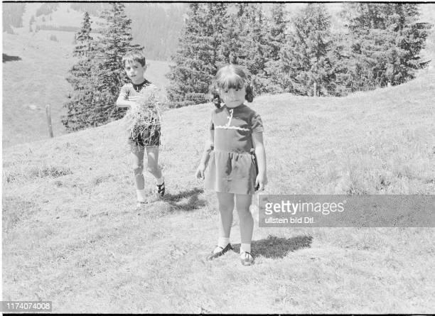 Reza Cyrus und Farahnaz Pahlavi von Persien in den Ferien in Gstaad 1966