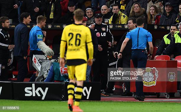 Rferee Felix Zwayer leaves the pitch during the German first division Bundesliga football match of Bayer 04 Leverkusen vs Borussia Dortmund in...