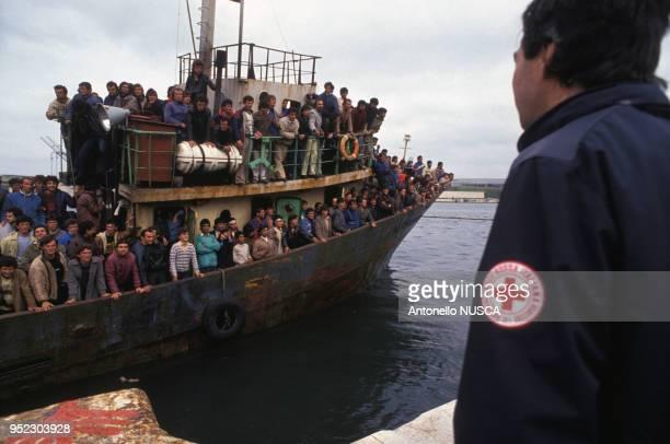 Réfugiés albanais, le 8 mars 1991 à Brindisi, Italie.