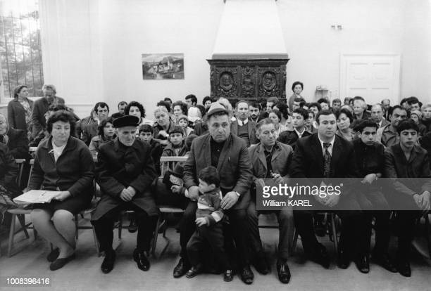 Réfugiés juifs d'URSS au château de Schönau à 30 kms de Vienne Ils attendent le nom de la ville où ils habiteront en Israël le 3 octobre 1973 en...