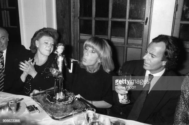 Régine Dany Saval et Julio Iglesias lors d'un diner au Manoir de Paris le 7 janvier 1985 France