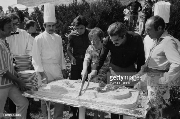 Régine Omar Sharif Pedro Rodriguez et Jacques Charrier lors d'une fête à l'abbaye d'Englesqueville le 19 aout 1969 France