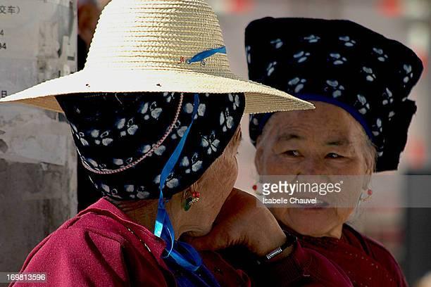 CONTENT] région de Dali Au pied de la Montagne Cangshan aux alentours de nombreux marchés haut en couleurs 2 vieilles dames de la minorité bai...