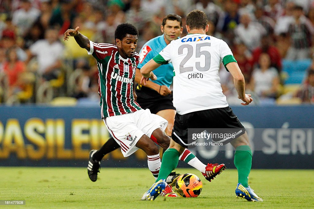Rhayner of Fluminense fights for the ball with Victor Ferraz of Coritiba during the match between Fluminense and Coritiba for the Brazilian Series A 2013 at Maracana on September 21, 2013 in Rio de Janeiro, Brazil.
