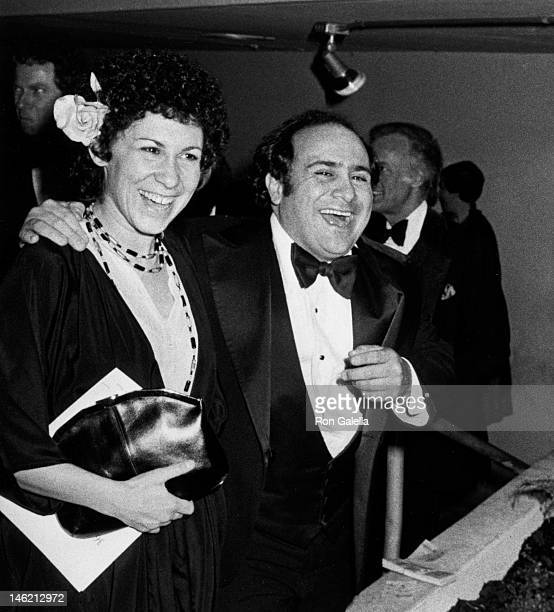 Rhea Perlman and Danny DeVito attend 36th Annual Golden Globe Awards on January 27, 1986 at the Beverly Hilton Hotel in Beverly Hills, California.
