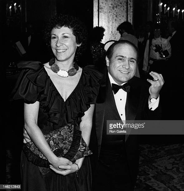 Rhea Perlman and Danny DeVito attend 39th Annual Golden Globe Awards on January 30, 1982 at the Beverly Hilton Hotel in Beverly Hills, California.