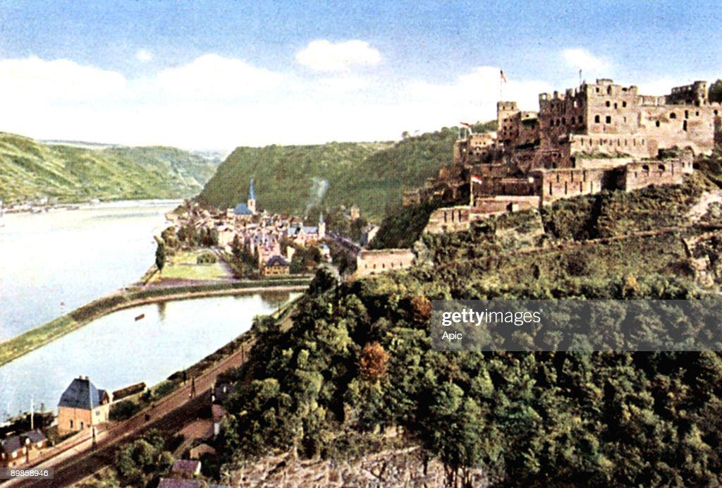Rheinfels castle (13th century) along the Rhine in Germany, here int he 20's : News Photo