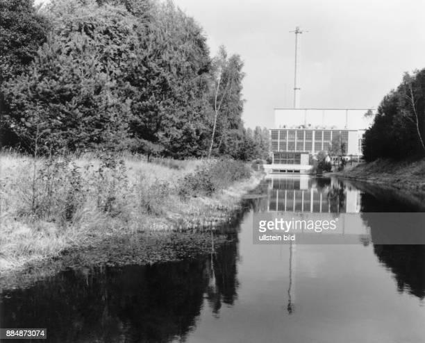 Blick auf den Einlaufkanal für das Kühlwasser der Turbinenkondensatoren des KKW Rheinsberg ein Betriebsteil des ehemaligen VE Kombinates...