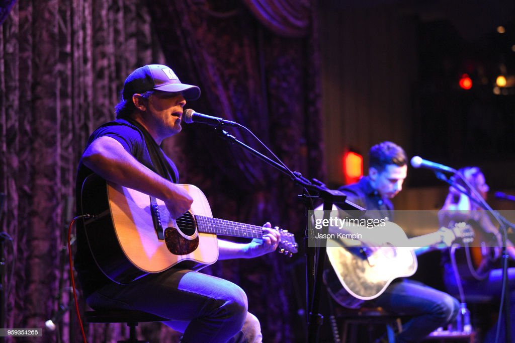 Rhett Akins and Devin Dawson perform during A Songwriters Round Benefiting City Of Hope at Analog at the Hutton Hotel on May 16, 2018 in Nashville, Tennessee.