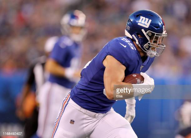 Rhett Ellison of the New York Giants carries the ball in the first quarter against the Chicago Bears during a preseason game at MetLife Stadium on...