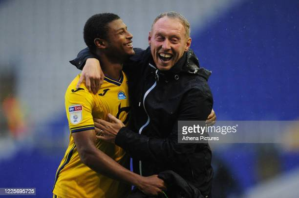 Rhian Brewster of Swansea City celebrates at full time with Steve Cooper Head Coach of Swansea City during the Sky Bet Championship match between...