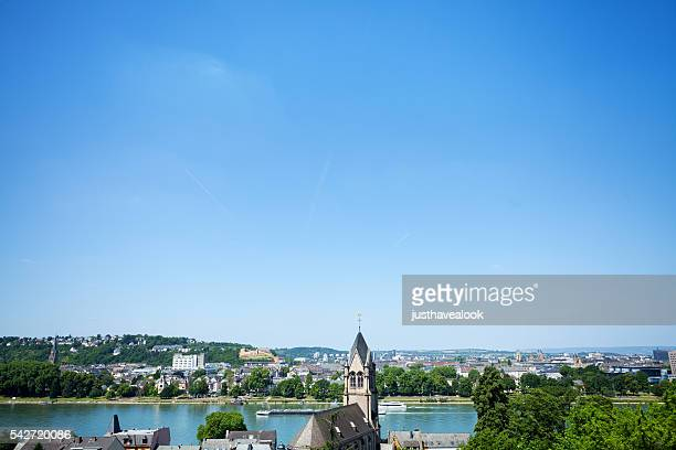 Rhein und Koblenz im Sommer
