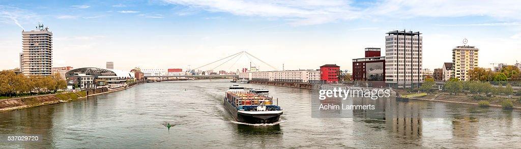 Rhine (Rhein) - Ludwigshafen - Mannheim : Stock-Foto