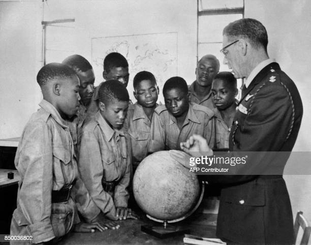 Rhodesian pupils take part to a geographic lesson at Inkomo center near Salisbury Rhodesia and formerly the capital of Zimbabwe in August 1962 as...