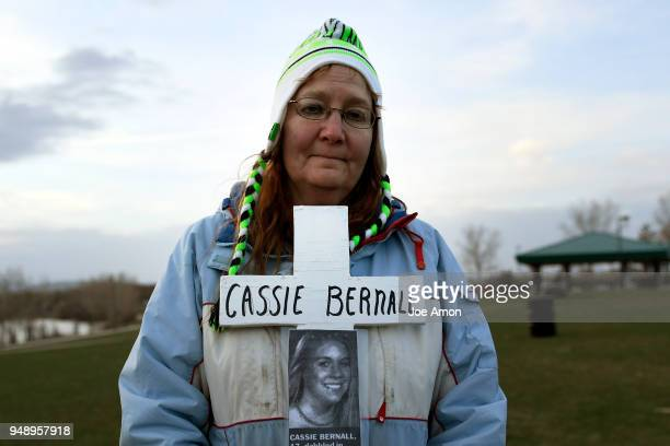 Rhonda Grindle carries a memorial cross for Cassie Bernall 17 as students from Marjory Stoneman Douglas High School Pittsburgh Columbine as well as...