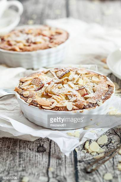 Rhubarb tartelettes with almonds