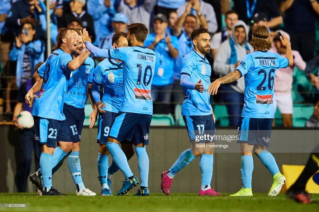 A-League Rd 2 - Sydney v Wellington : News Photo