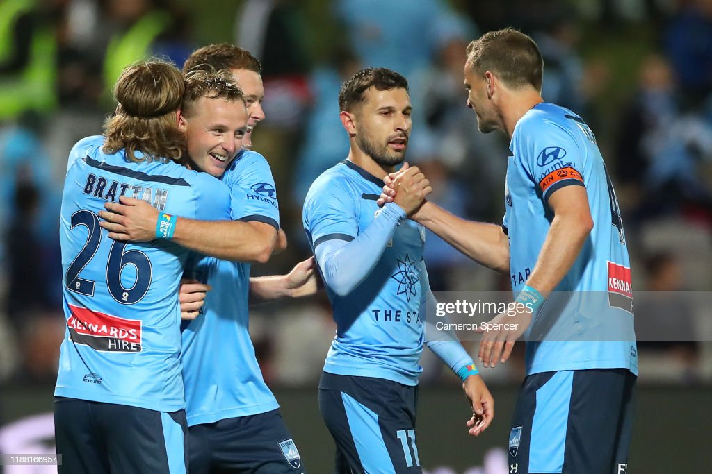 A-League Rd 6 - Sydney v Melbourne Victory : News Photo