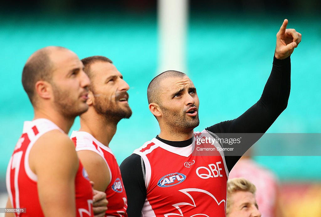 Rhyce Shaw (R) of the Swans points to a ball in the stands during a Sydney Swans AFL training session at the Sydney Cricket Ground on May 20, 2010 in Sydney, Australia.