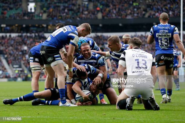 Rhys Priestland of Bath Rugby celebrates with team mates as he scores his team's fourth try during the Gallagher Premiership Rugby match between Bath...