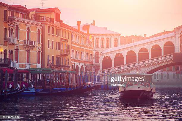 rialto bridge in venice - vaporetto stock pictures, royalty-free photos & images
