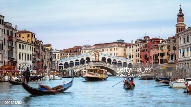 rialto bridge panoramic, venice, italy - vaporetto stock pictures, royalty-free photos & images
