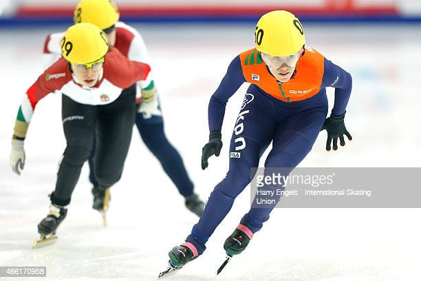 Rianne de Vries of the Netherlands leads the pack during the Ladies' 500m RRHeats on day two of the ISU World Short Track Speed Skating Championships...