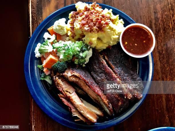 rib plate with barbecue sauce - sparerib fotografías e imágenes de stock