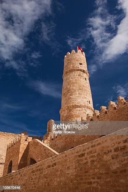 ribat, 8th century, courtyard interior - drapeau tunisien photos et images de collection