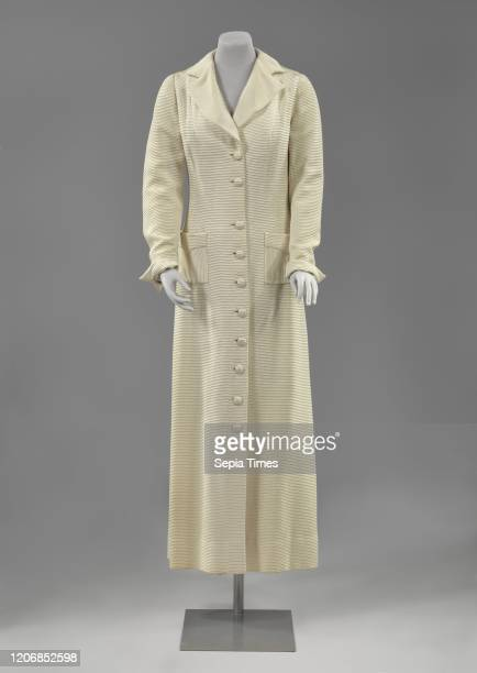 Ribbed house coat Robe, cream-colored satin long-sleeved coat with flat collar with lapel, lined with crepe de chine, Ribbed, cream-colored satin...