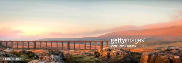 ribblehead viaduct - ポン・デュ・ガール ストックフォトと画像