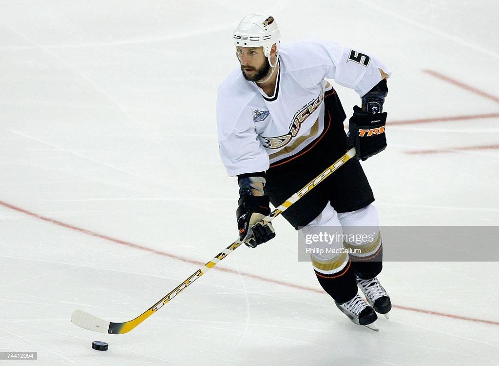 Game 4 - Anaheim Ducks v Ottawa Senators : News Photo