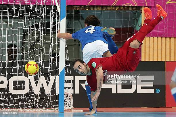 Ricardinho of Portugal scores against Italy during the FIFA Futsal World Cup QuarterFinal match between Portugal and Italy at Nimibutr Stadium on...