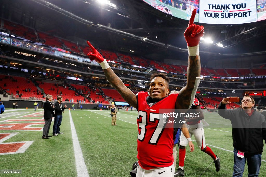 Ricardo Allen #37 of the Atlanta Falcons celebrates beating the Carolina Panthers at Mercedes-Benz Stadium on December 31, 2017 in Atlanta, Georgia.