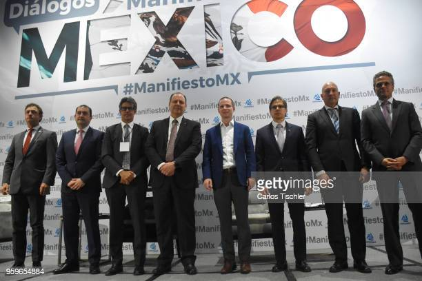 Ricardo Anaya 'Mexico al Frente' Coalition presidential candidate poses with Mexico Manifesto members during a conference as part of the 'Dialogues...