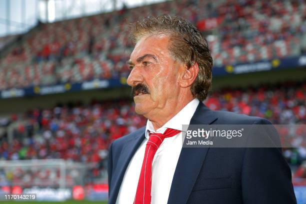 Ricardo Antonio La Volpe coach of Toluca looks on during the 6th round match between Toluca and Tijuana as part of the Torneo Apertura 2019 Liga MX...