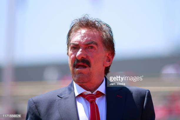 Ricardo Antonio La Volpe Coach of Toluca looks on during the 8th round match between Pumas UNAM and Toluca as part of the Torneo Apertura 2019 Liga...