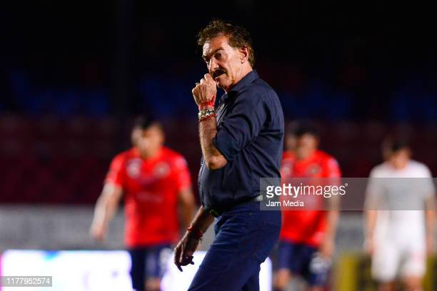 Ricardo Antonio La Volpe head coach of Toluca walks of the field during the 12th round match between Veracruz and Toluca as part of the Torneo...