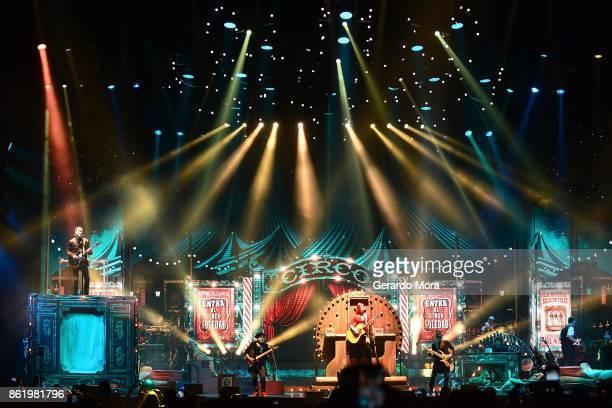 Ricardo Arjona performs at Amway Center on October 15 2017 in Orlando Florida