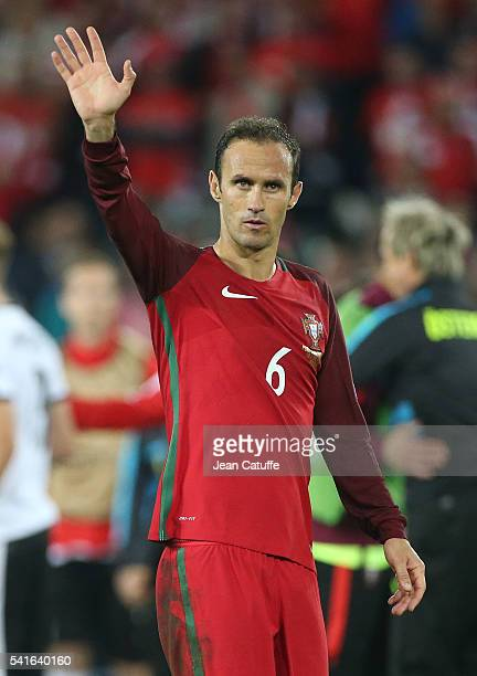 Ricardo Carvalho of Portugal thanks the fans following the UEFA EURO 2016 Group F match between Portugal and Austria at Parc des Princes on June 18,...