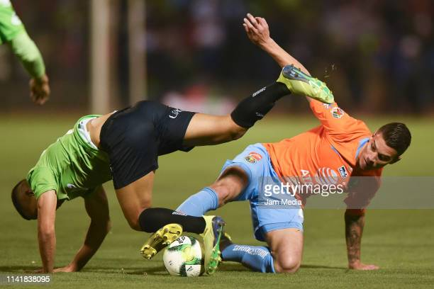 Ricardo Chavez of Ciudad Juarez fights for the ball with Mateus Uribe of America during the final match of Copa MX 2019 between FC Juarez and America...