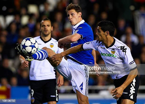 Ricardo Costa of Valencia duels for the ball with Benedikt Hoewedes of Schalke during the UEFA Champions League Round of 16, 1st leg match between...