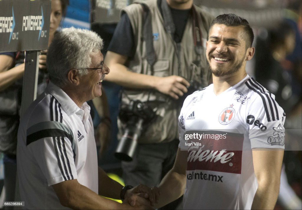 Ricardo Ferretti coach of Tigres gerets Henry Martin of Tijuana during the semi finals first leg match between Tigres UANL and Tijuana as part of the Torneo Clausura 2017 Liga MX Universitario Stadium on May 18, 2017 in Monterrey, Mexico.