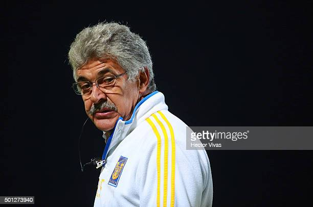 Ricardo Ferretti coach of Tigres gestures during the final second leg match between Pumas UNAM and Tigres UANL as part of the Apertura 2015 Liga MX...