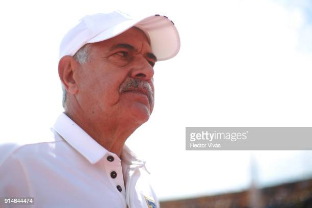 Ricardo Ferretti coach of Tigres looks on during the 5th round match between Pumas UNAM and Tigres UANL as part of the Torneo Clausura 2018 Liga MX...