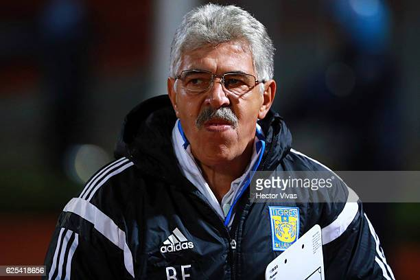 Ricardo Ferretti Coach of Tigres looks on during the quarter finals first leg match between Pumas UNAM and Tigres UANL as part of the Torneo Apertura...