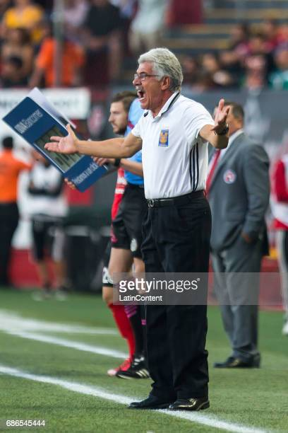Ricardo Ferretti coach of Tigres reacts during the semi final second leg match between Tijuana and Tigres UANL as part of the Torneo Clausura 2017...